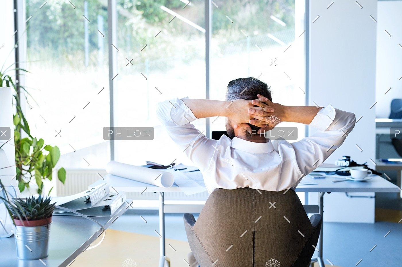 demo-attachment-112-Businessman-at-the-desk-in-his-office-resting.